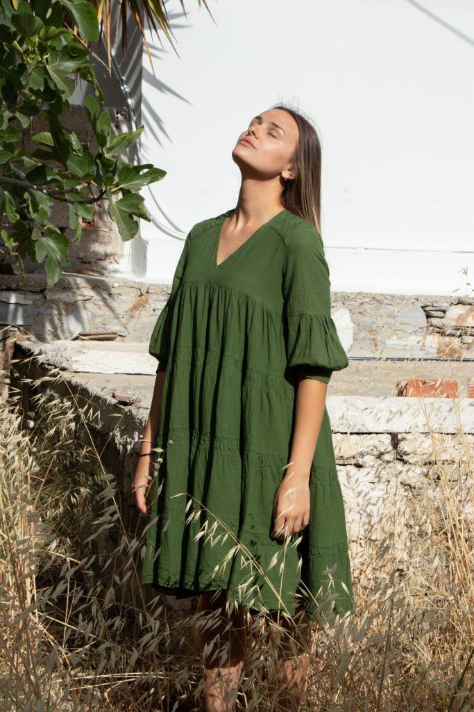 πράσινο μίντι φόρεμα με βολάν