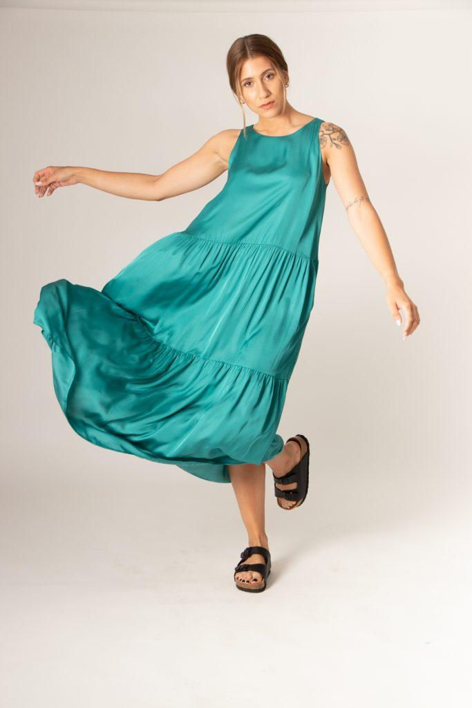 μακρύ αμάνικο σατέν φόρεμα